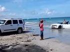 """Xe cơ bắp Chevrolet Camaro """"chết đứng"""" dưới biển"""