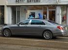 Lần đầu bắt gặp xe siêu sang Mercedes-Maybach S600 trên phố