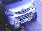 Xe minivan đâm và kéo lê CSGT trên quãng đường 80 mét