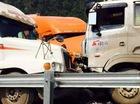 Nóng trong ngày: Xe tải đấu đầu 2 xe container