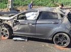 Thanh niên văng khỏi xe, đập vào biển báo trên cao trong tai nạn kinh hoàng