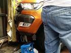 Hà Nội: Ford Ranger 2015 chèn nát Honda Spacy, đâm vào quán điện tử