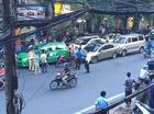 Hà Nội: Chạy cảnh sát, Honda Civic đâm 4 ô tô, chèn lên xe máy