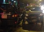 Hà Nội: Toyota Corolla Altis hạ gục 2 taxi, húc đầu vào gốc cây