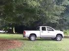 Xe bán tải Dodge kéo đổ cây và cái kết bất ngờ
