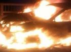 HN: Xe biển xanh cháy phừng phừng trên đường trên cao