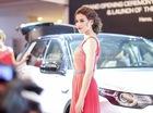 """Dàn chân dài """"cả ta lẫn tây"""" xinh đẹp bên xe Jaguar và Land Rover"""