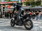 Xe côn tay Yamaha MT-25 vừa ra mắt đã diễn stunt