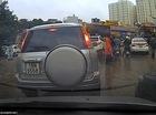 Va chạm dây chuyền, tài xế Tucson hành hung người lái taxi