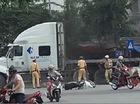 Tài xế lái xe đầu kéo húc môtô công vụ, đẩy ngã cảnh sát