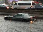 """Siêu xe Ferrari California T """"chết đuối"""" trên đường ngập, cư dân mạng thương xót"""