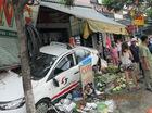 Taxi gây tai nạn liên hoàn, 3 người bị cuốn vào gầm, 2 người bị húc văng