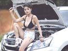 Cô nàng gợi cảm sửa xe Isuzu MU-X giữa đường