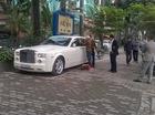 Hà Nội: Quên rút chìa khóa, phải thuê người cạy cửa Rolls-Royce Phantom