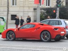 """Đại gia ăn mừng Giáng sinh bằng """"tuần lộc"""" Ferrari 488 Spider bọc nhung đỏ"""