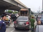 Hà Nội: Nữ tài xế lái Honda City lao thẳng vào đuôi xe rác đang đỗ