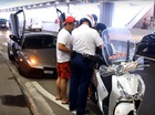 Lamborghini Reventon bị cảnh sát đi Honda SH chặn lại trong đường hầm