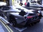 Xem cảnh siêu phẩm Lamborghini Veneno Coupe được vận chuyển vào đại lý
