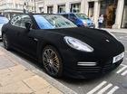 """Đại gia """"chơi trội"""" với xe sang Porsche Panamera bọc nhung"""