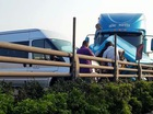 Sài Gòn: Xe container nổ lốp, gây tai nạn liên hoàn