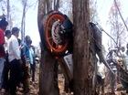KTM RC390 mắc kẹt giữa hai gốc cây, biker trẻ tuổi tử vong