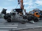 Nam Định: Xe container mất lái, lật chắn ngang đường