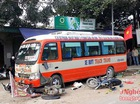 Nhân viên xe buýt bị... xe buýt cuốn vào gầm tử vong