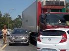 Tai nạn liên hoàn giữa 2 ôtô con và 1 xe tải, nhiều người la hét hoảng loạn