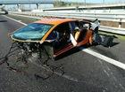 """Lamborghini Aventador SV """"đứt đầu"""" trong tai nạn trên cao tốc"""