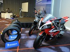 Cặp lốp đồ chơi dành cho BMW S1000RR có giá gần 8 triệu Đồng