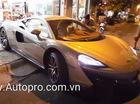 """Vất vả đưa siêu xe McLaren 570S 2016 """"vào chuồng"""""""