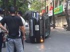 Range Rover Sport 4,5 tỷ Đồng lật nghiêng giữa phố Hà Nội
