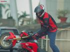 Biker Việt tròn mắt xem stunter Aaron Twite trình diễn kỹ thuật stunt