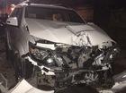 Hòa Bình: Toyota Fortuner nát đầu khi tông vào cột điện