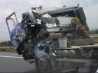 Hà Nội: Xe bồn biến dạng sau tai nạn vẫn lăn bánh trên phố