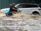 Rolls-Royce cùng bộ đôi SUV lội nước tại Hà Nội
