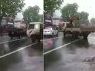 Hà Nội: Xe tải gây cản trở đoàn xe hộ tống Tổng thống Obama
