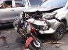 Toyota Fortuner đâm liên hoàn, người đàn ông nặng hơn 100 kg bị thương nặng