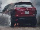 Phú Thọ: Mazda CX-5 đỗ cạnh đống rác vừa đốt, cháy trơ khung