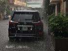 """Mưa như trút nước, nhiều tuyến phố Hà Nội """"biến thành sông"""""""
