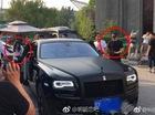 Cặp đôi vàng Huỳnh Hiểu Minh - Angela Baby đi Rolls-Royce Ghost Black Badge để kỷ niệm ngày cưới