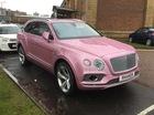 """SUV siêu sang Bentley Bentayga bị bắt gặp trong """"bộ cánh"""" hồng nữ tính"""