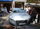 Xem cảnh xe sang Audi A7 của Hoa hậu Thu Hoài bị cẩu về phường vì lấn chiếm vỉa hè