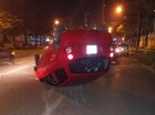 """Hà Nội: Tài xế chạy tốc độ cao, mất lái, Kia Morning """"ngửa bụng"""" trên phố"""