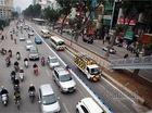 Mặc dải phân cách, xe máy, ô tô vẫn đi vào đường buýt nhanh