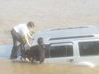 Ôtô tông chết nhân viên bến phà rồi lao xuống sông