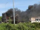 Xe tải bốc cháy ngùn ngụt sát trạm thu phí, giao thông qua quốc lộ 1A hỗn loạn nhiều giờ