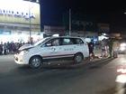 Taxi kéo lê xe đạp điện và người hơn 30m, nữ công nhân chết thảm