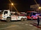 Gần 100 xe khách phản đối chuyển tuyến bị cẩu đi giữa đêm