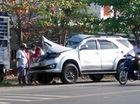 Xe 7 chỗ đâm vào đuôi ôtô tải, 6 người nhập viện